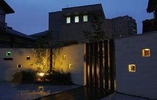 優しい灯りに心がなごむ、「おかえりなさい」の家。
